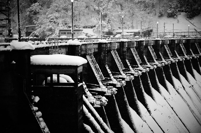 Komaki Dam Tonamishi City, Toyama Prefecture, Japan -- Tonami, Toyama, Japan -- Copyright 2010 Jeffrey Friedl, http://regex.info/blog/