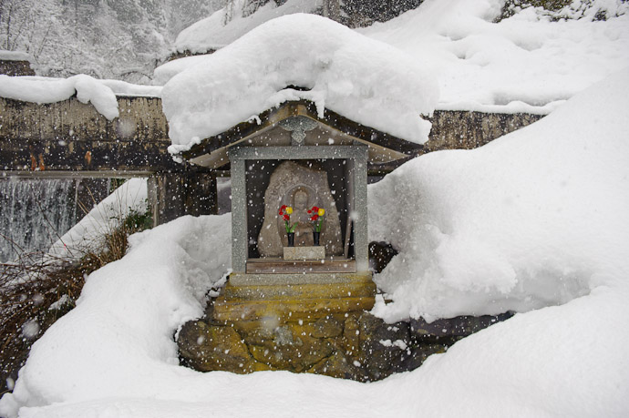 Roadside Mini Shrine -- Tonami, Toyama, Japan -- Copyright 2010 Jeffrey Friedl, http://regex.info/blog/