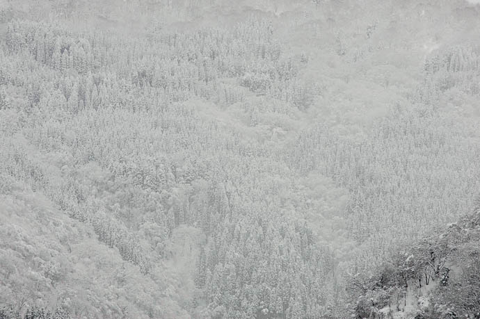 desktop background image of snow-covered mountains in Japan -- Deceivingly Nondescript Toyama Prefecture, Japan -- Tonami, Toyama, Japan -- Copyright 2010 Jeffrey Friedl, http://regex.info/blog/