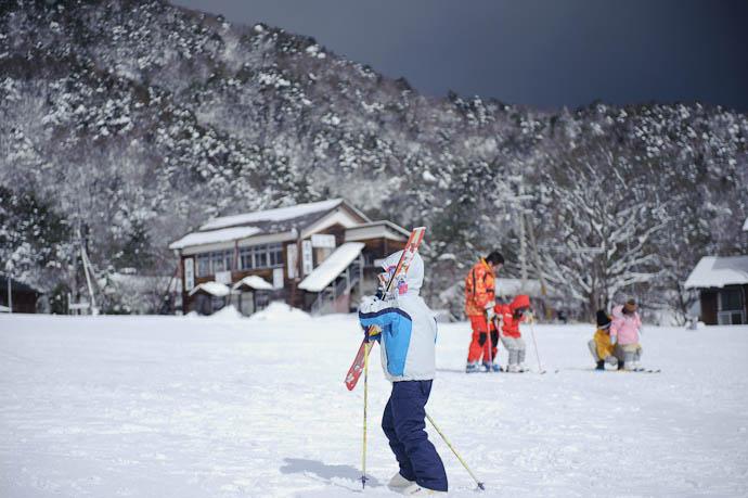 Heading Upslope -- Makino Ski Area -- Takashima, Shiga, Japan -- Copyright 2010 Jeffrey Friedl, http://regex.info/blog/