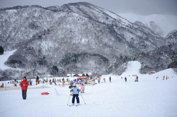 Starting His Run -- Makino Ski Area -- Takashima, Shiga, Japan -- Copyright 2010 Jeffrey Friedl, http://regex.info/blog/