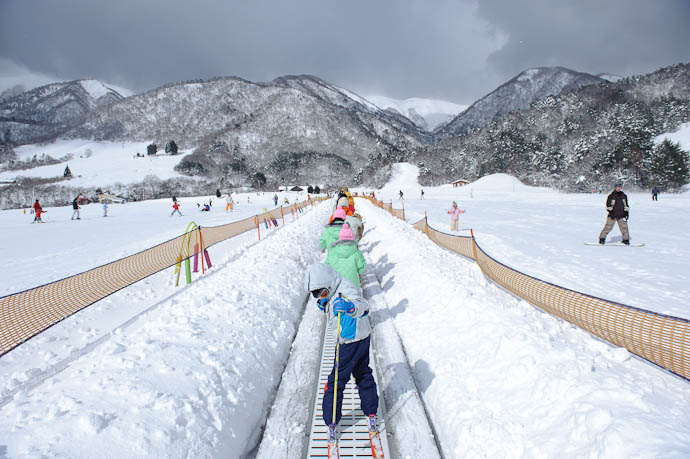 "On The ""Sankiddo"" -- Makino Ski Area -- Takashima, Shiga, Japan -- Copyright 2010 Jeffrey Friedl, http://regex.info/blog/"