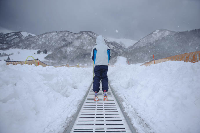a minute later, still on A Storm Blows Through -- Makino Ski Area -- Takashima, Shiga, Japan -- Copyright 2010 Jeffrey Friedl, http://regex.info/blog/