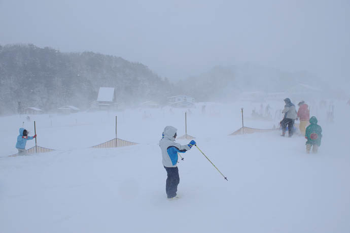 Just Trying To Stay Upright -- Makino Ski Area -- Takashima, Shiga, Japan -- Copyright 2010 Jeffrey Friedl, http://regex.info/blog/