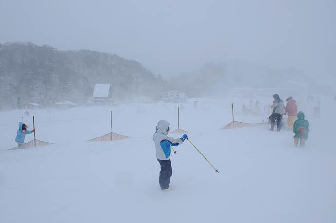 Just Trying To Stay Upright -- Makino Ski Area -- Takashima, Shiga, Japan -- Copyright 2010 Jeffrey Friedl, http://regex.info/blog/