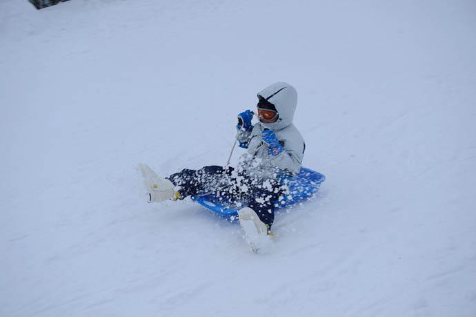 Tight Grip on the Reins -- Makino Ski Area -- Takashima, Shiga, Japan -- Copyright 2010 Jeffrey Friedl, http://regex.info/blog/