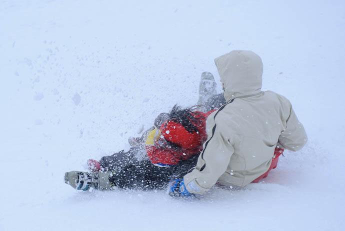 Flurry of Hair, Spray, Snow.... -- Makino Ski Area -- Takashima, Shiga, Japan -- Copyright 2010 Jeffrey Friedl, http://regex.info/blog/
