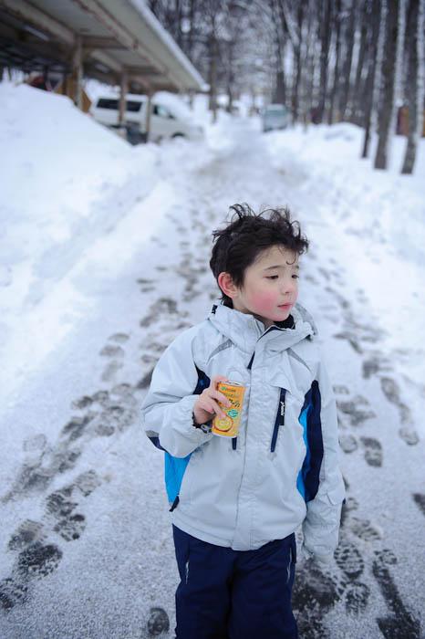 Messy-Haired Rosy-Cheek Boy enjoying a can of warm corn potage drink -- Makino Ski Area -- Takashima, Shiga, Japan -- Copyright 2010 Jeffrey Friedl, http://regex.info/blog/