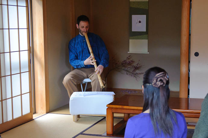 Zachary Braverman playing a long shakuhachi -- Copyright 2010 Jeffrey Friedl, http://regex.info/blog/