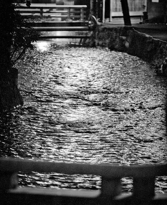 Ripply -- Kyoto, Japan -- Copyright 2010 Jeffrey Friedl, http://regex.info/blog/