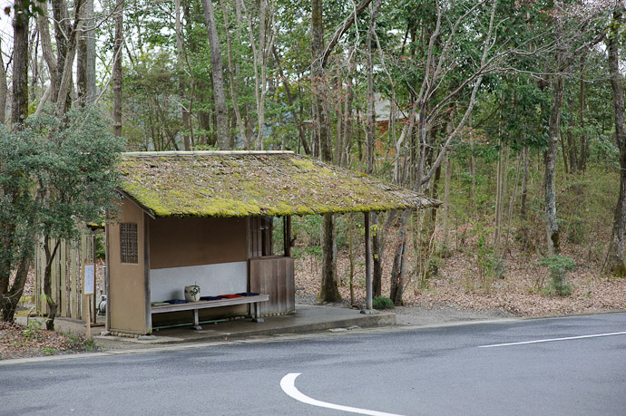 Drop-Off Shelter near the parking area -- Sunainosato -- Otsu, Shiga, Japan -- Copyright 2010 Jeffrey Friedl, http://regex.info/blog/
