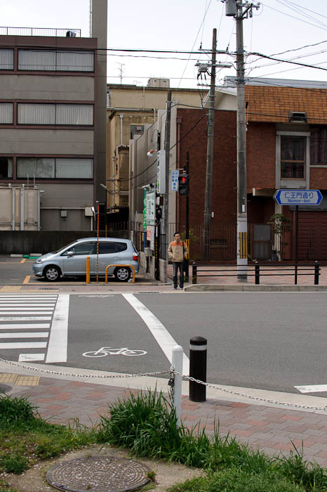 At 50mm -- Kyoto, Japan -- Copyright 2010 Jeffrey Friedl, http://regex.info/blog/