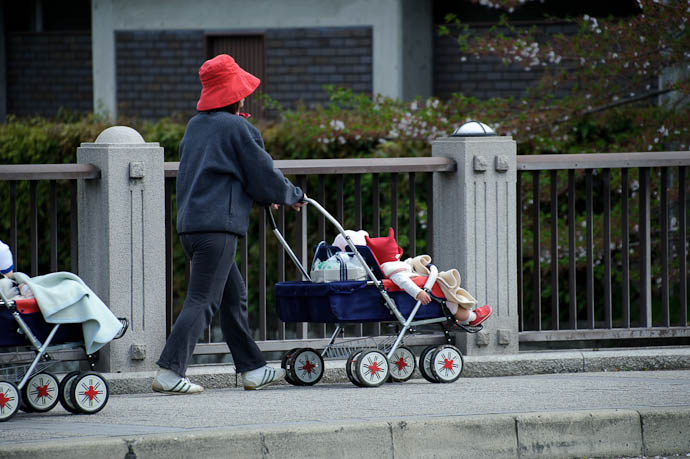 Infant Daycare Stroll -- Kyoto, Japan -- Copyright 2010 Jeffrey Friedl, http://regex.info/blog/