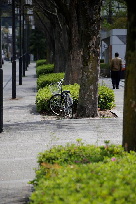 Personless Bike and bikeless person -- Kyoto, Japan -- Copyright 2010 Jeffrey Friedl, http://regex.info/blog/