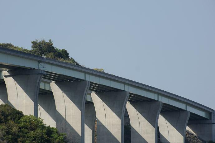 Expressway -- Westin Awaji Hotel -- Awaji, Hyogo, Japan -- Copyright 2010 Jeffrey Friedl, http://regex.info/blog/