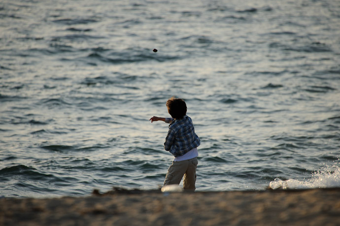 Throwing Rocks is something little boys tend to do around bodies of water -- Keinomatubara -- Minamiawaji, Hyogo, Japan -- Copyright 2010 Jeffrey Friedl, http://regex.info/blog/
