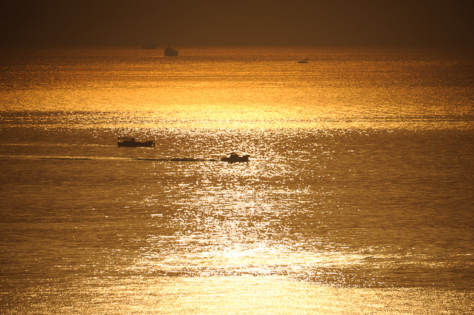 Morning Rush Hour on Osaka Bay, Japan -- Awaji, Hyogo, Japan -- Copyright 2010 Jeffrey Friedl, http://regex.info/blog/