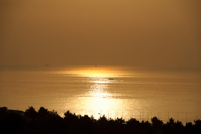 Morning View from the Balcony -- Awaji, Hyogo, Japan -- Copyright 2010 Jeffrey Friedl, http://regex.info/blog/