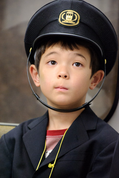 Passing The Time waiting to start his shift driving the train -- KidZania -- Nishinomiya, Hyogo, Japan -- Copyright 2010 Jeffrey Friedl, http://regex.info/blog/
