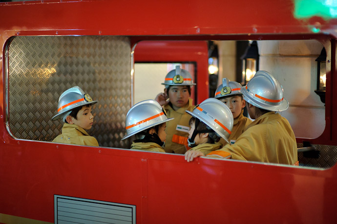 Ready to Roll -- KidZania -- Nishinomiya, Hyogo, Japan -- Copyright 2010 Jeffrey Friedl, http://regex.info/blog/