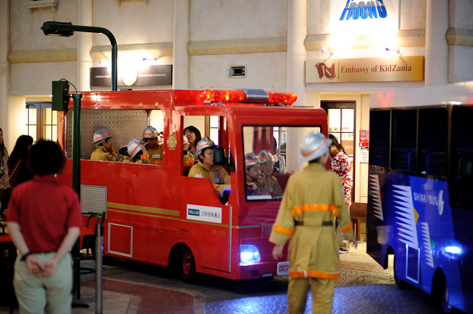 Emergency Right-of-Way -- KidZania -- Nishinomiya, Hyogo, Japan -- Copyright 2010 Jeffrey Friedl, http://regex.info/blog/