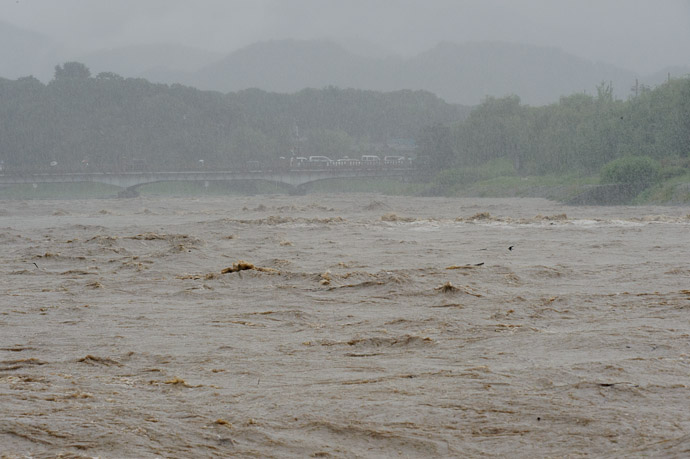 Kyoto's Kamo River on somewhat of an angry day -- Kyoto, Japan -- Copyright 2010 Jeffrey Friedl, http://regex.info/blog/