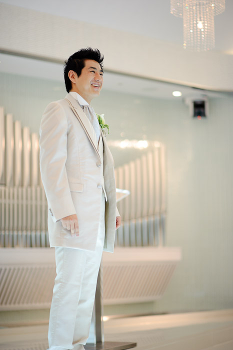 Waiting for His Bride completely at ease, totally enjoying the day -- Wedding of Shogo and Namiko -- Nagoya, Aichi, Japan -- Copyright 2010 Jeffrey Friedl, http://regex.info/blog/