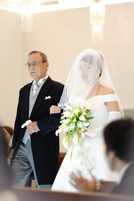 Namiko Shimoya makes her entrance, being given away by her father -- Wedding of Shogo and Namiko -- Nagoya, Aichi, Japan -- Copyright 2010 Jeffrey Friedl, http://regex.info/blog/