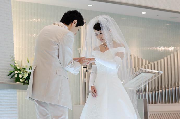 Placing Her Ring -- Wedding of Shogo and Namiko -- Nagoya, Aichi, Japan -- Copyright 2010 Jeffrey Friedl, http://regex.info/blog/
