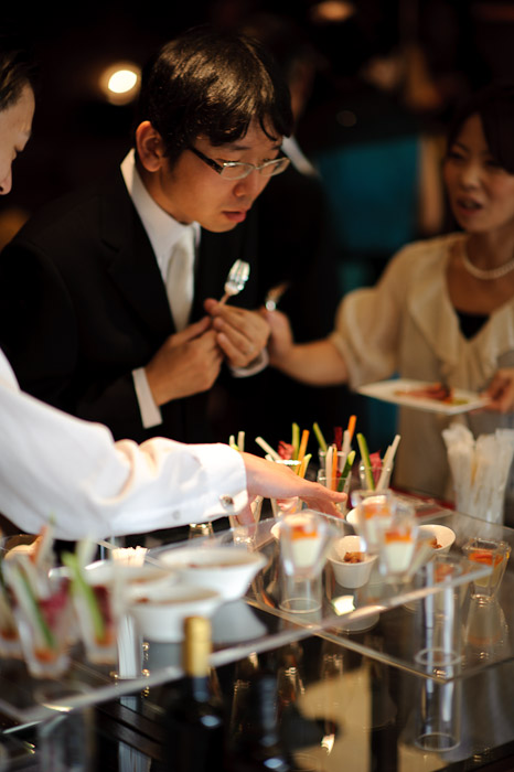 Investigating the Offerings -- Wedding of Shogo and Namiko -- Nagoya, Aichi, Japan -- Copyright 2010 Jeffrey Friedl, http://regex.info/blog/