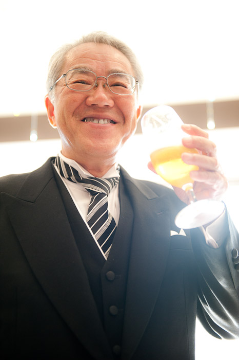 Father of the Groom Enjoyed a Well-Earned Beer -- Wedding of Shogo and Namiko -- Nagoya, Aichi, Japan -- Copyright 2010 Jeffrey Friedl, http://regex.info/blog/