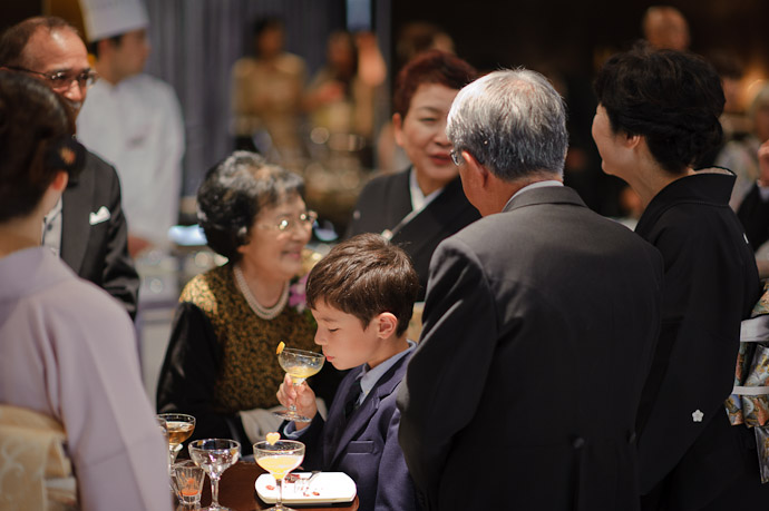 Family Meeting parents of the couple chat, while Anthony downs another OJ -- Wedding of Shogo and Namiko Matsunaka -- Nagoya, Aichi, Japan -- Copyright 2010 Jeffrey Friedl, http://regex.info/blog/