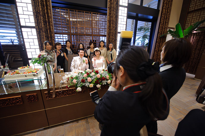 Pro Photogs Get a Clean Shot -- Wedding of Shogo and Namiko -- Nagoya, Aichi, Japan -- Copyright 2010 Jeffrey Friedl, http://regex.info/blog/