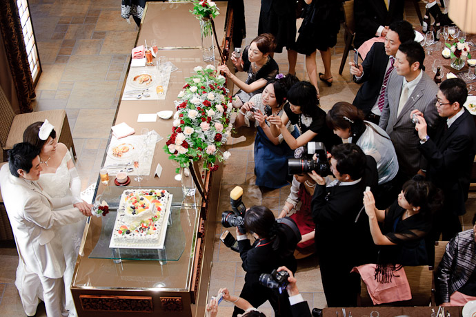 Still Holding that Pose -- Wedding of Shogo and Namiko -- Nagoya, Aichi, Japan -- Copyright 2010 Jeffrey Friedl, http://regex.info/blog/