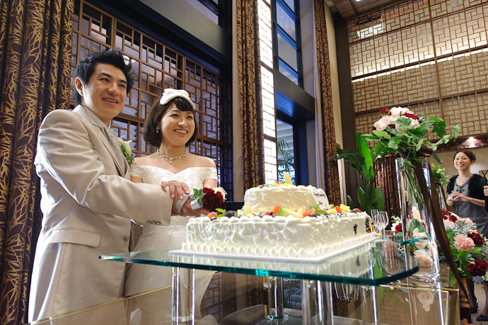 Still Holding that Pose ( if I had a smile as nice as Namiko's, I'd hold it , too ) -- Wedding of Shogo and Namiko -- Nagoya, Aichi, Japan -- Copyright 2010 Jeffrey Friedl, http://regex.info/blog/