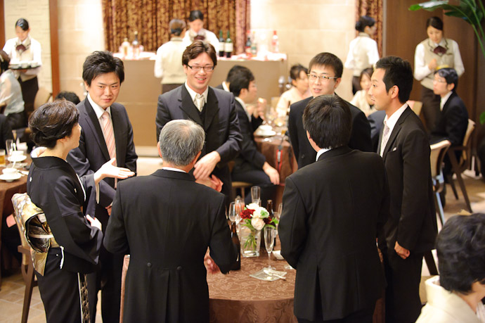 All Standing and so it went with each table -- Wedding of Shogo and Namiko -- Nagoya, Aichi, Japan -- Copyright 2010 Jeffrey Friedl, http://regex.info/blog/