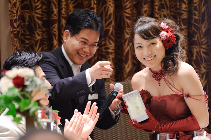 Sharing Blame with others at his table -- Wedding of Shogo and Namiko -- Nagoya, Aichi, Japan -- Copyright 2010 Jeffrey Friedl, http://regex.info/blog/