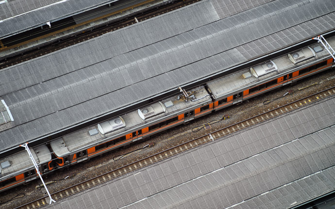 desktop background image of a train stopped at Nagoya Station (Nagoya, Japan), viewed from 20+ floors above  --  Bird's-Eye View, Nagoya Station 名古屋駅、二年前  --  Nagoya Station Mariott Hotel  --  Nagoya, Aichi, Japan  --  Copyright 2010 Jeffrey Friedl, http://regex.info/blog/  --  This photo is licensed to the public under the Creative Commons Attribution-NonCommercial 3.0 Unported License http://creativecommons.org/licenses/by-nc/3.0/ (non-commercial use is freely allowed if proper attribution is given, including a link back to this page on http://regex.info/ when used online)
