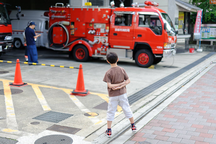 Fascinated like all little boys, fascinated with fire trucks and the like -- Kyoto, Japan -- Copyright 2010 Jeffrey Friedl, http://regex.info/blog/