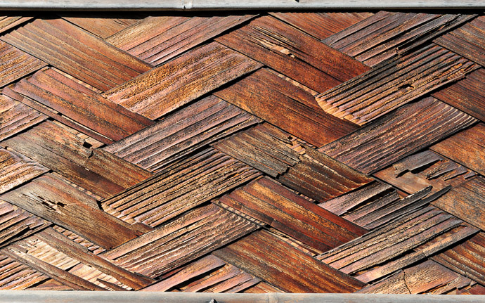 desktop background image of a woven-wood door panel  --  Woven at the Souken-in Temple (総見院), Kyoto Japan  --  Souken-in Temple (総見院)  --  Copyright 2010 Jeffrey Friedl, http://regex.info/blog/