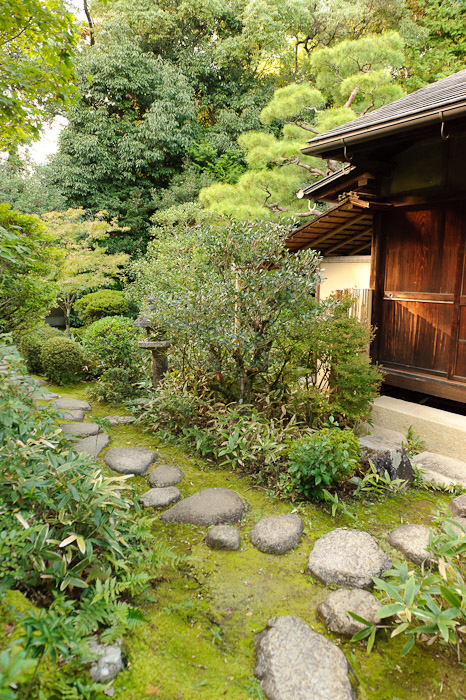 Part of the Traditional Garden -- Koutou-in Temple (高桐院) -- Kyoto, Japan -- Copyright 2010 Jeffrey Friedl, http://regex.info/blog/