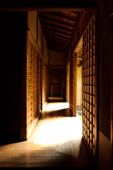 Perimeter Hallway Very dark in the shadows, very bright where open to the garden -- Koutou-in Temple (高桐院) -- Kyoto, Japan -- Copyright 2010 Jeffrey Friedl, http://regex.info/blog/