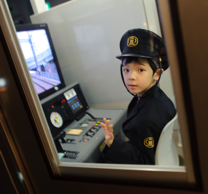 """Hi"" -- Kidzania -- Nishinomiya, Hyogo, Japan -- Copyright 2010 Jeffrey Friedl, http://regex.info/blog/"