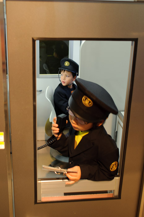 Checking That The Doors Are Closing -- Kidzania -- Nishinomiya, Hyogo, Japan -- Copyright 2010 Jeffrey Friedl, http://regex.info/blog/