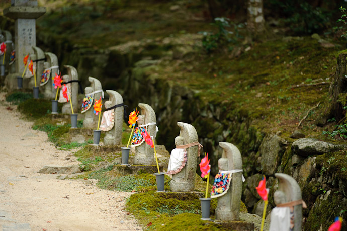 Little Statues with bibs and pinwheels -- Kongourinji Temple (金剛輪寺) -- Aisho, Shiga, Japan -- Copyright 2010 Jeffrey Friedl, http://regex.info/blog/
