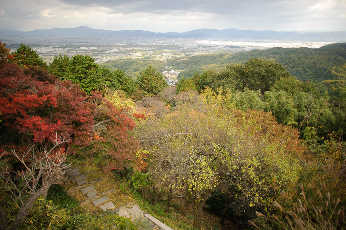 View to the Valley Floor -- Sankoji Temple (三鈷寺) -- Kyoto, Japan -- Copyright 2010 Jeffrey Friedl, http://regex.info/blog/