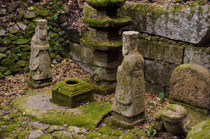 Twins -- Nishimura Stonecarver's Garden -- Kyoto, Japan -- Copyright 2010 Jeffrey Friedl, http://regex.info/blog/
