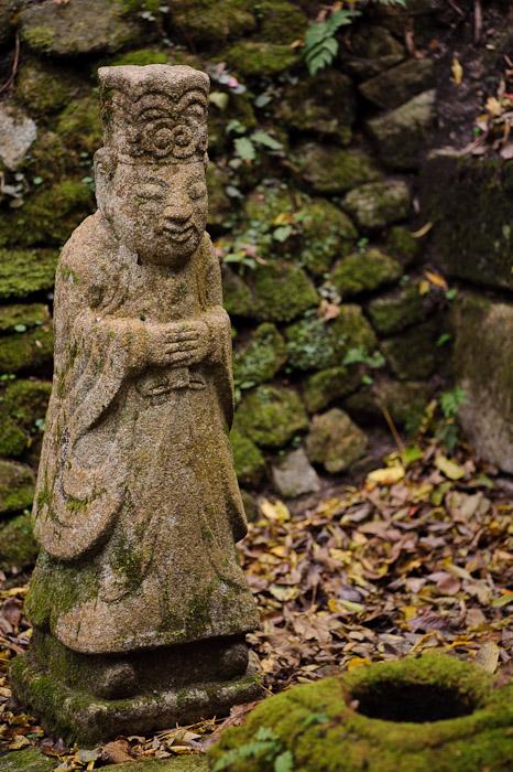 Contented -- Nishimura Stonecarver's Garden -- Kyoto, Japan -- Copyright 2010 Jeffrey Friedl, http://regex.info/blog/