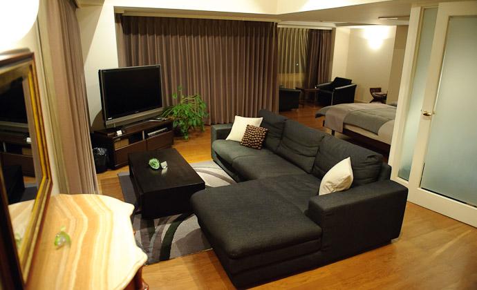 Main Level bedroom, living room, kitchenette, vanity, bath -- Aqua Hotel -- Shodoshima, Kagawa, Japan -- Copyright 2010 Jeffrey Friedl, http://regex.info/blog/