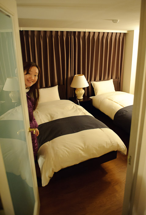 Second Bedroom -- Aqua Hotel -- Shodoshima, Kagawa, Japan -- Copyright 2010 Jeffrey Friedl, http://regex.info/blog/
